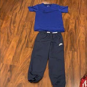 Nike windpants with 3 pockets. Drifit Nike shirt